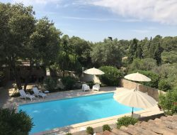 Holiday rental with pool in Nimes, Languedoc Roussillon. near Albaron
