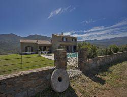 Gîtes avec piscine à louer en Corse