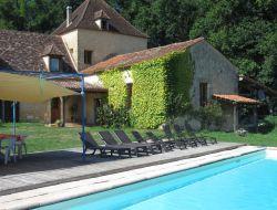 Grand gite avec piscine a louer en Dordogne.