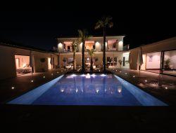 Location vacances avec piscine chauffée en Drôme Provençale.