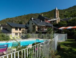 Big capacity holiday home in the French pyrenees mountain. near Ignaux