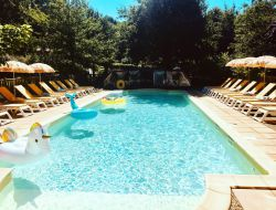 Holiday accommodations with pool near Sarlat in Dorodgne. near Milhac