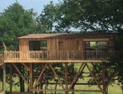 Séjour insolite en cabane perchée en Dordogne.