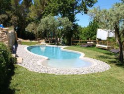 B&B with jacuzzi and heated pool in Provence. near Saint Savournin