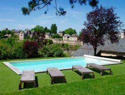 Gîte avec piscine à louer dans l'Aveyron.