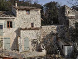 Grand gite avec piscine a louer dans la Drôme.