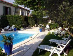 Gîtes avec piscine a louer en Provence.