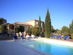Gite avec piscine couverte a louer dans le Gard.