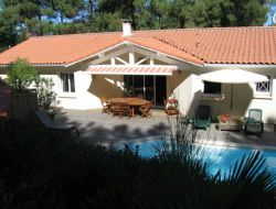 Holiday rental with heated pool near Arcachon, Aquitaine.