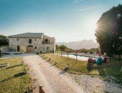 Grand gite avec piscine chauffée dans la Drôme.