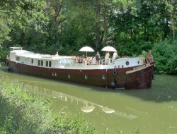 Tourisme fluvial toulouse sur le Canal du Midi.