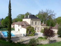Grand gite avec piscine a louer en Gironde.