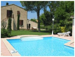 Holiday rental with pool in the Luberon, South of France.