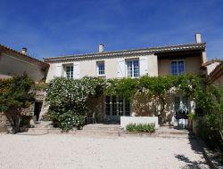 Grand gite climatisé avec piscine en Provence.