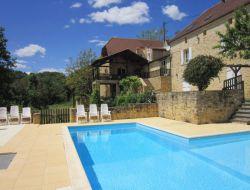 Grand gite avec piscine a louer en Dordogne
