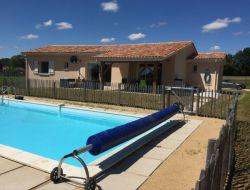 Gîte avec piscine privée en Dordogne.