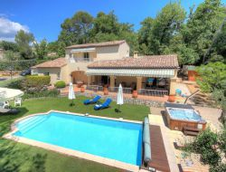 Holiday rental with pool and jacuzzi in Provence, France.