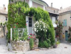 Holiday rentals in Haute Provence, south of France.