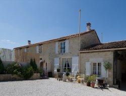 Grand gite avec piscine a louer en Charente Maritime