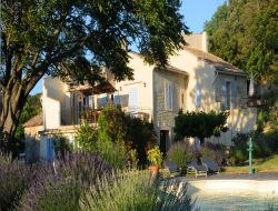 Holiday cottage with swimming pool in the Vaucluse. near Uchaux