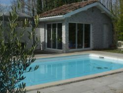 Holiday cottage with pool near Bordeaux in Aquitaine. near Pondaurat
