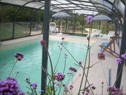 Ecological cottage with heated pool in Brittany.