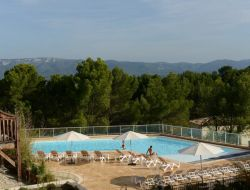 Holiday rentals with swimming pool in Provence, France. near Orgon