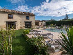 Grand gite avec piscine en Provence.