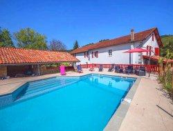 Grand gite avec piscine dans le Pays Basque.