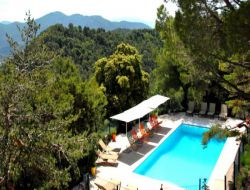 Bed & Breakfast with pool in Provence, France. near Merindol les Oliviers