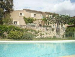 Gîte de charme avec piscine dans le Vaucluse.