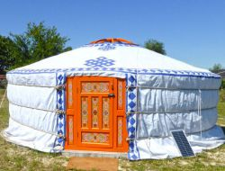Unusual stay in luxury yurt in Aquitaine.