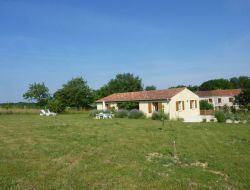 Holiday rental with pool in Charente Maritime near Saint Jean d'Angely