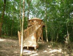 Séjour insolite en cabane dans les arbres 64.