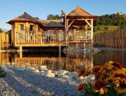 Cabane insolite avec jacuzzi dans le Cantal