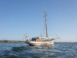 Unusual stay on a sailboat in the Languedoc Roussillon. near Meze