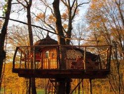 Cabanes dans les arbres dans le Jura