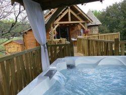 Cabane perchées avec spa privatif en Dordogne.