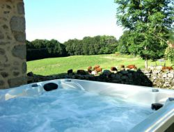 Holiday home with jacuzzi in Auvergne. near Latronquiere