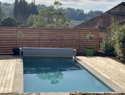 Holiday home with heated pool in Provence.