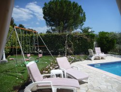 Holiday cottage with heated pool in Provence.