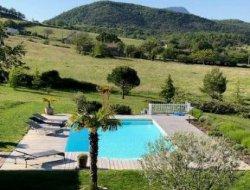 Gîte avec piscine chauffée dans la Drôme.