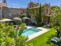 Location de vacances avec piscine dans la Drôme.