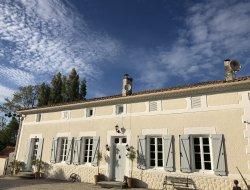 Grand gite avec piscine privée en Charente Maritime.