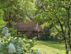 Cabane perchée avec jacuzzi en Dordogne
