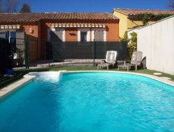 Holidau home with pool near Avignon in Provence. near Pernes les Fontaines