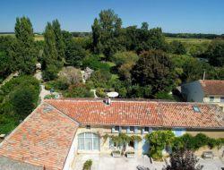 Gîtes avec piscine à louer en Charente Maritime.