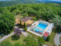 Gîtes avec piscine chauffée près de Sarlat en Dordogne.