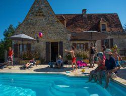 Grand gite avec piscine chauffée dans le Périgord.