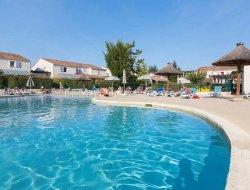 Location vacances piscine chauffée a Vallon Pont d'Arc